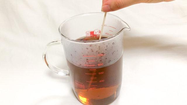 やさしい麦茶濃縮タイプをお湯で割ったものをよく混ぜる